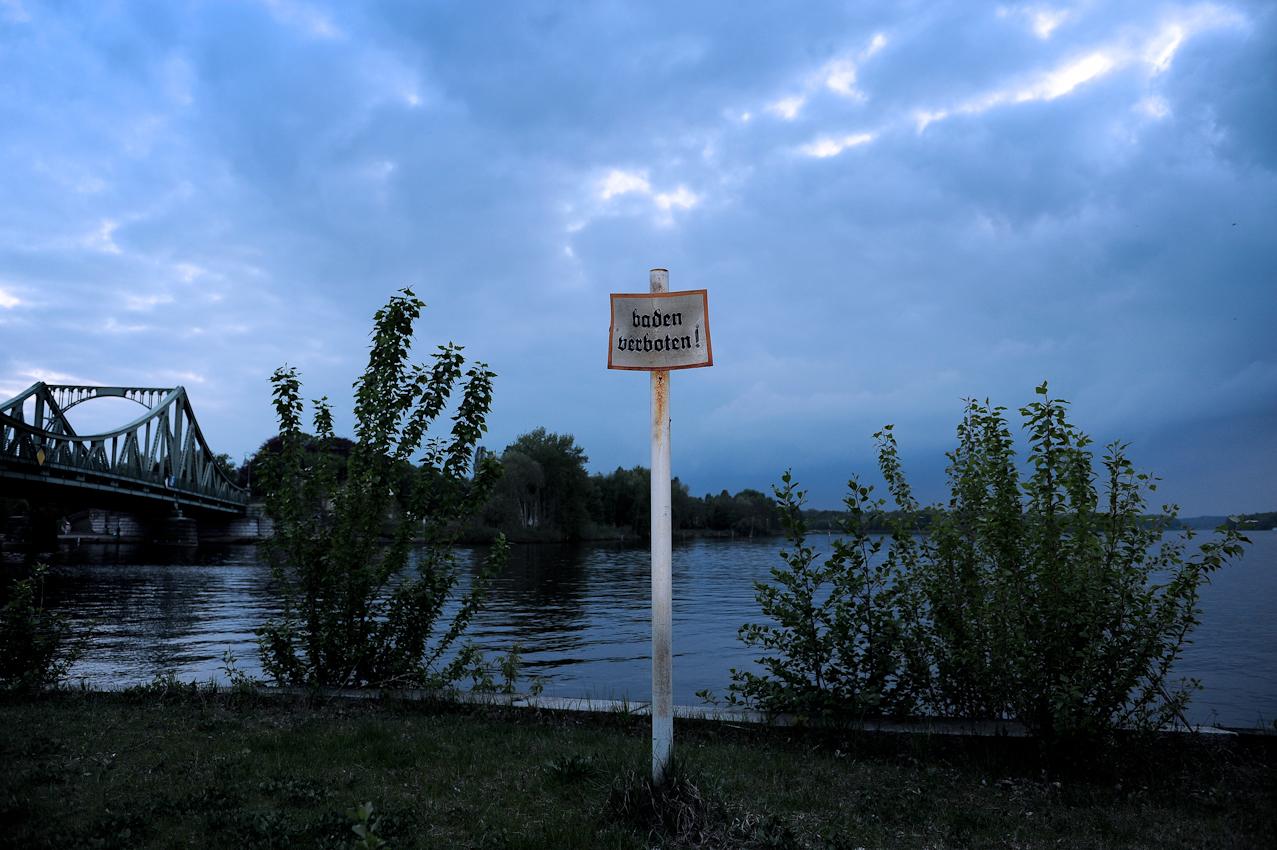 """Blick auf den Tiefen See, bei Potsdam, hier das Restaurant """"Kleines Schloss"""""""
