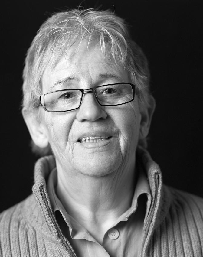 Portraitaufnahme am 07.05.2010 von Anne Droste aus Dortmund eine der Pionierinnen des deutschen Frauenfussballs. 1955 war sie zusammen mit Renate Bress eines der Gründungsmitglieder des Damenfussballvereins Fortuna Dortmund. Da sie nicht immer von der Arbeit beurlauben lassen konnte, musste sie am Wochenende auch mal unter falschen Namen spielen.