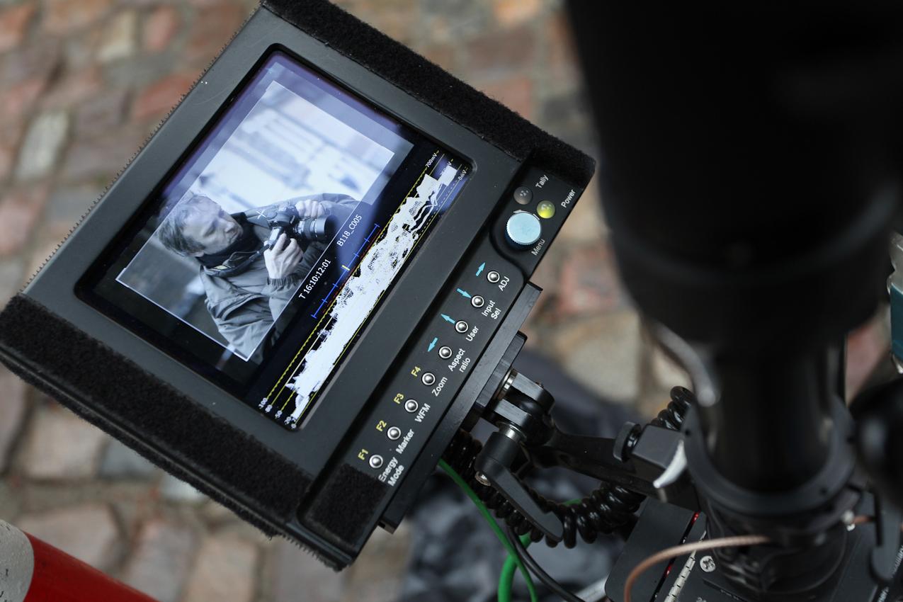 07.05.2010, Wismar, Mecklenburg-Vorpommern, Making off: Marc Meyerbroeker am Filmset der ZDF-Vorabend-Serie SOKO Wismar, hier auf dem Monitor der Steadycam-Kamera.