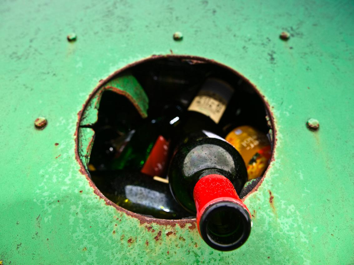Besonders für das Biosphärenreservat Bliesgau ist der Begriff Nachhaltigkeit von Bedeutung. Überall in den Gemeinden des Reservates befinden sich Sammelcontainer für wieder verwertbare Rohstoffe wie dieser Glassammelbehälter in Blieskastel im Saarland.