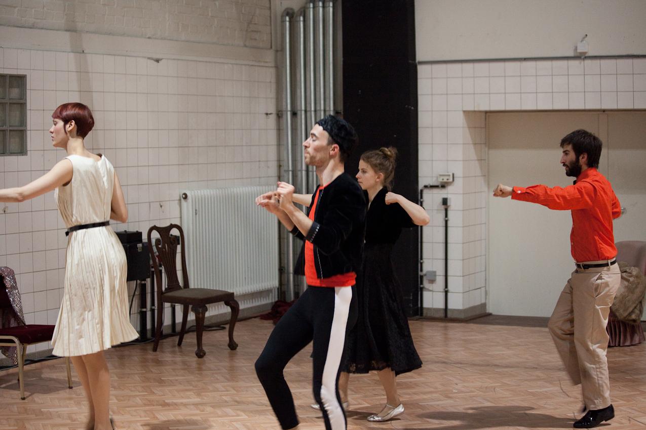 """""""'Themselves already hop!"""" (Performance von Herman Heisig, Pact-Zollverein, Essen)."""