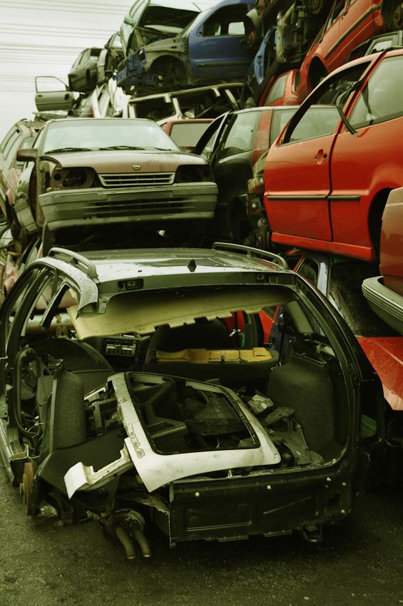DEU, Deutschland, Norderstedt, 07.05.2010, Autowracks auf einem Schrottplatz bei Hamburg.