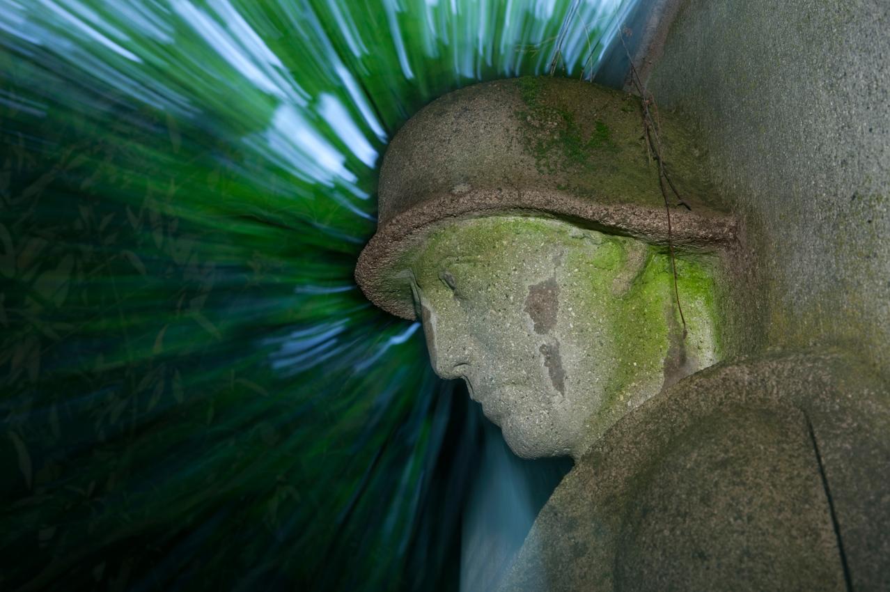 Denkmal an der Ehrentafel fur die im Weltkrieg gefallenen Söhne Abstatts im Abstatter Friedhof um 16:09 Uhr.