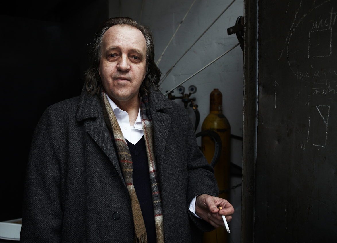 Wolfgang Genoux, Bildhauer und Meisterschüler von Joseph Beuys, am 7.Mai 2010 vor seinem Atelier in Hamburg Altona. Hier arbeitet er seit 30 Jahren.