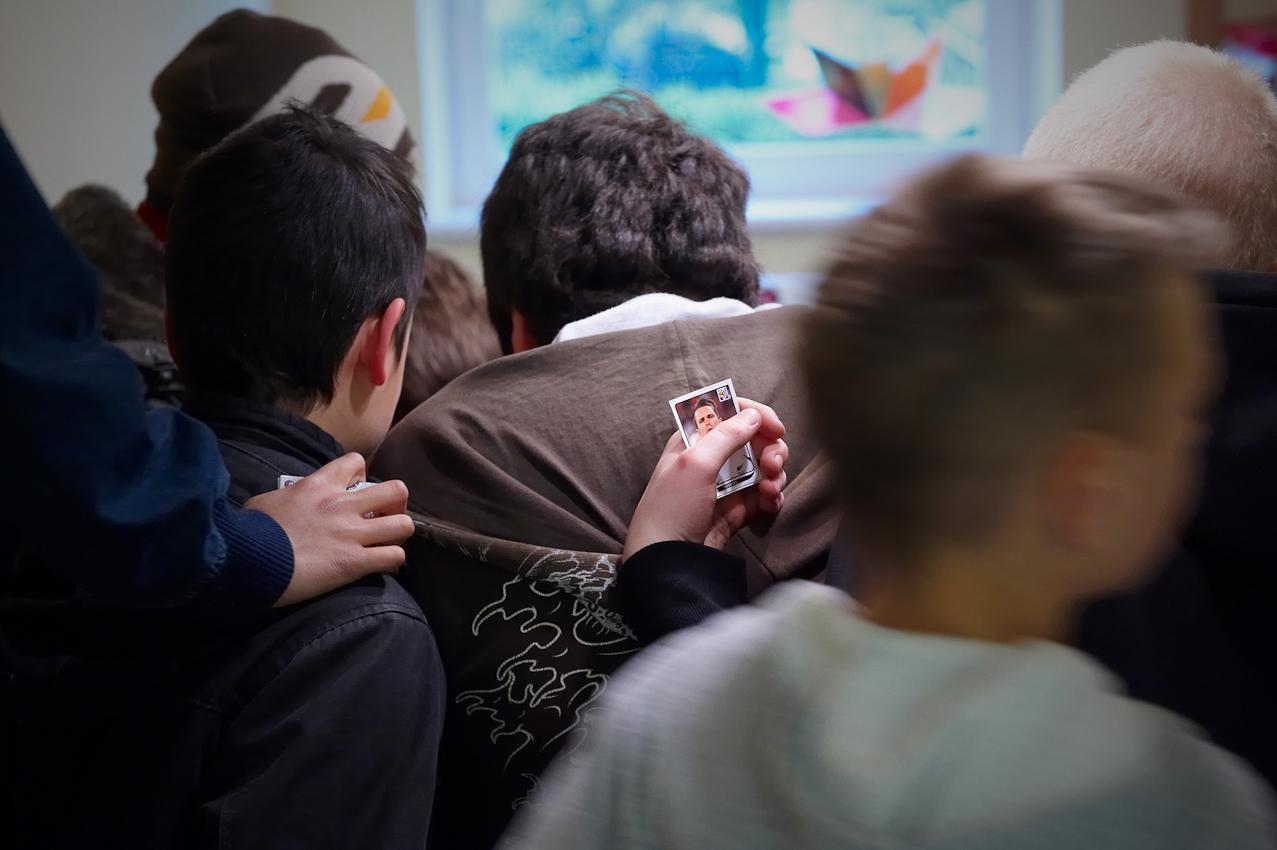 07.05.2010 Hamburg Stiftung Mittagskinder. -- In den ganzjährig geöffneten Treffs der Hamburger Stiftung Mittagskinder erhalten täglich mehr als 120 sozial benachteiligte Kinder kostenlos regelmäßige und gesunde Mahlzeiten, Hausaufgabenhilfe sowie fachkompetente sozialpädagogische Betreuung. Die Kinder essen mittags und abends gemeinsam und helfen dabei, wenn die Mahlzeiten frisch zubereitet werden. Nach dem Abendbrot können sie sich selbst eine Frühstücksbox zum Mitnehmen für den nächsten Morgen packen: Mit Brot, Obst, Milch oder Saft. Sport, Vorlesen und Forschen für Kids stehen fast täglich auf dem Programm.