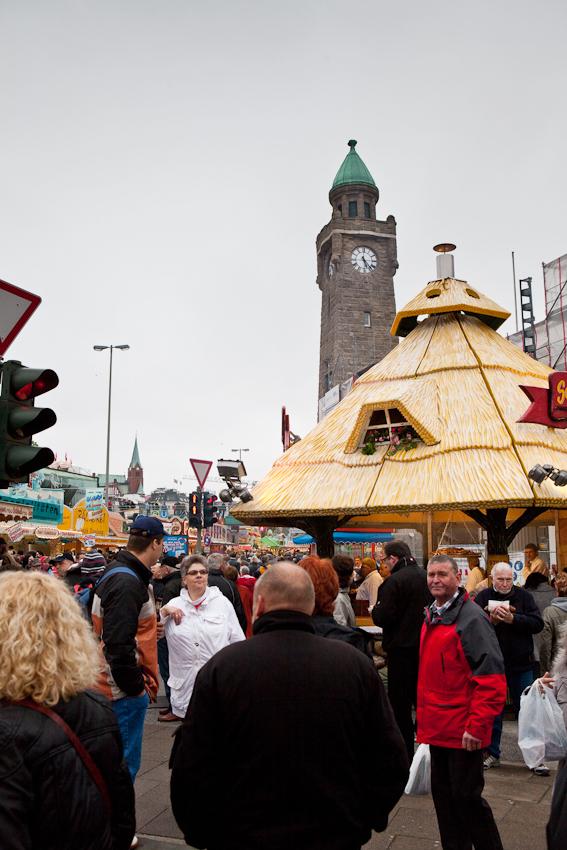 Germany, Deutschland, Hamburg, Hamburger Hafen, Sankt Pauli, Hafengeburtstag 2010, 08,05,2010, Samstag, Landungsbruecken, Buden,