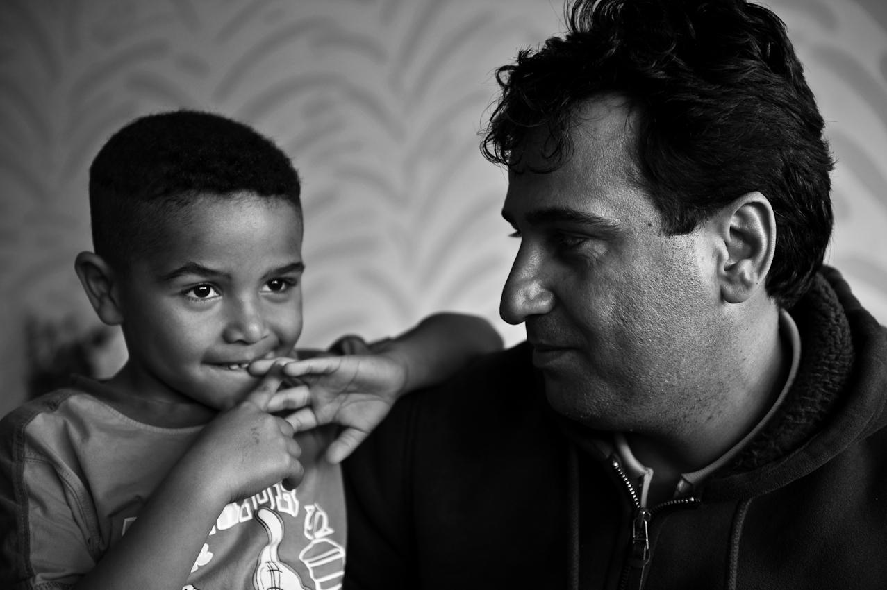 A. sieht seinen Sohn mit der getrennt lebenden Freundin in der Regel zweimal pro Woche. Das gemeinsame Kind mit einer Deutschen hat dem Asylbewerber aus dem Irak die Möglichkeit auf eine unbefristete Aufenthaltserlaubnis erbracht - er unterliegt daher auch nicht mehr dem für Asylbewerber in Bayern obligatorischen Lagerzwang.