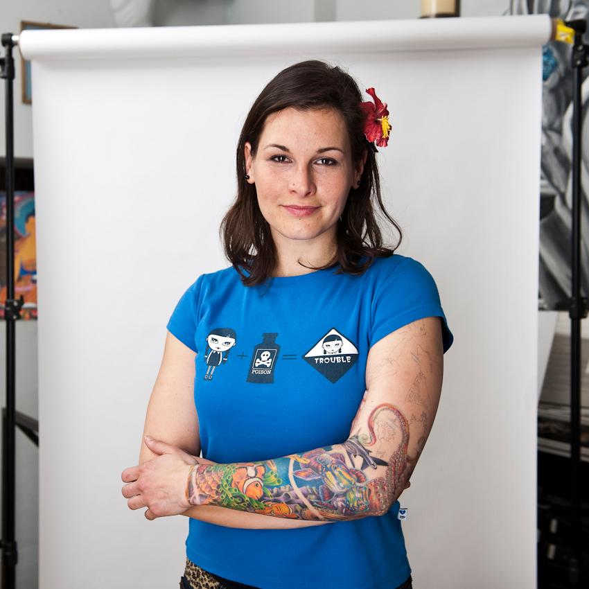 """Claudia (30), für einen Tattoo-Termin extra aus Rostock angereist: """"Tätowieren bedeutet für mich Körperschmuck, Individualität und eine Ausdrucksform der Persönlichkeit."""""""