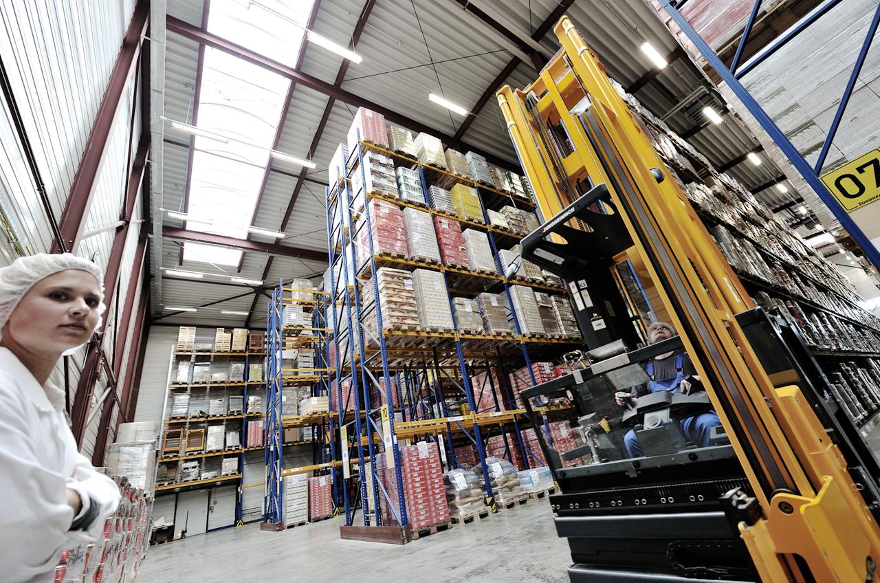 Dieses Hochregallager mit 15 Meter Höhe bietet Raum für 6.000 Paletten.