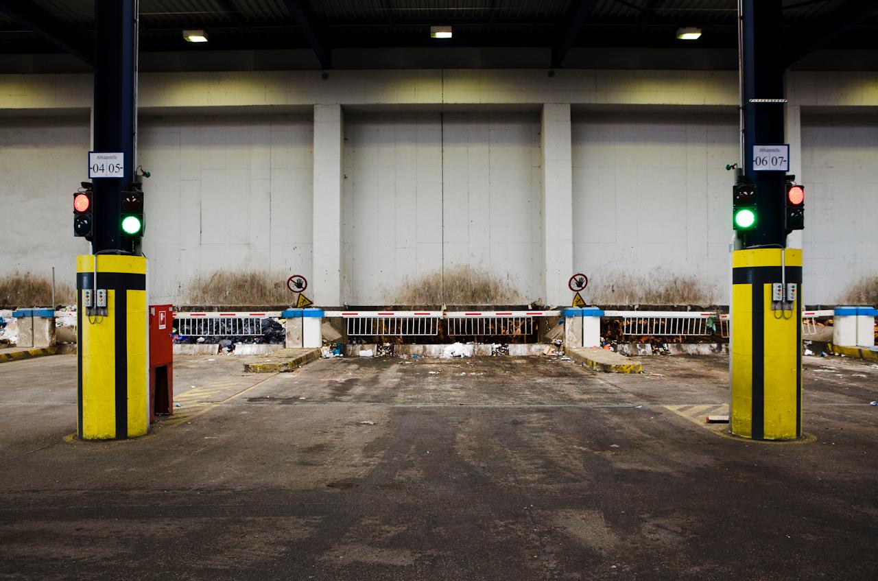 Zugang zu einer Schleuse in den Müllbunker.