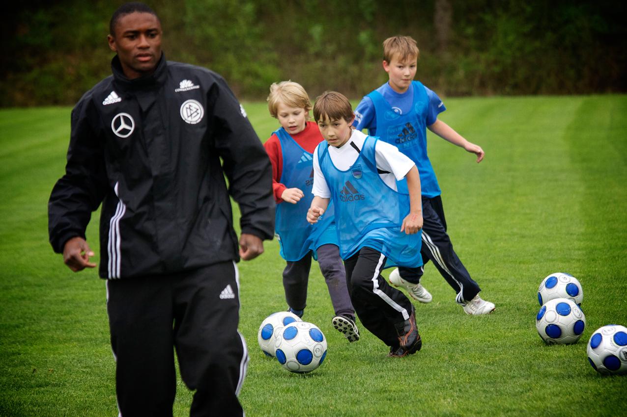Heute ist ein besonderer Tag für Markus beim SV Immenreuth. Der DFB macht im Verein an diesem Tag eine Qualifizierungsoffensive. Dabei werden den Trainern und Kindern moderne Trainingsmethoden nahegebracht.