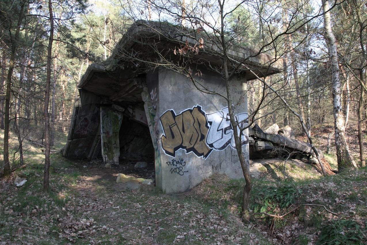 Noch 65 Jahre nach der Kapitulation des Dritten Reiches finden sich in und um Geesthacht die Ruinen der einstigen Munitions- und Rüstungsindustrie.