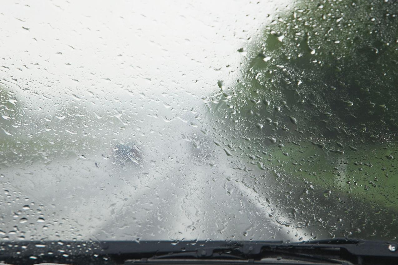 Sehr starke Regenschauer beeinträchtigten die Autobahnfahrt über die A4 und die A3.